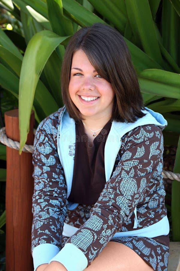 Sourire adorable de jeune femme photographie stock libre de droits