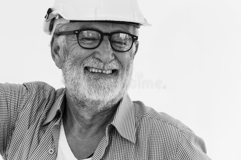 Sourire américain de vieil homme d'ingénieur principal de barbe heureux photo libre de droits