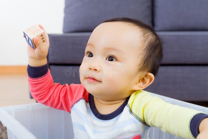 Sourire asiatique de bébé garçon photo stock