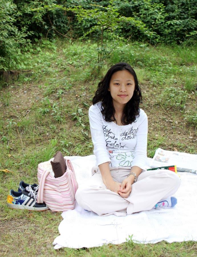 Sourire assez asiatique de fille images libres de droits
