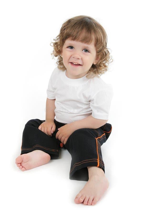 sourire bouclé mignon de petit garçon images libres de droits