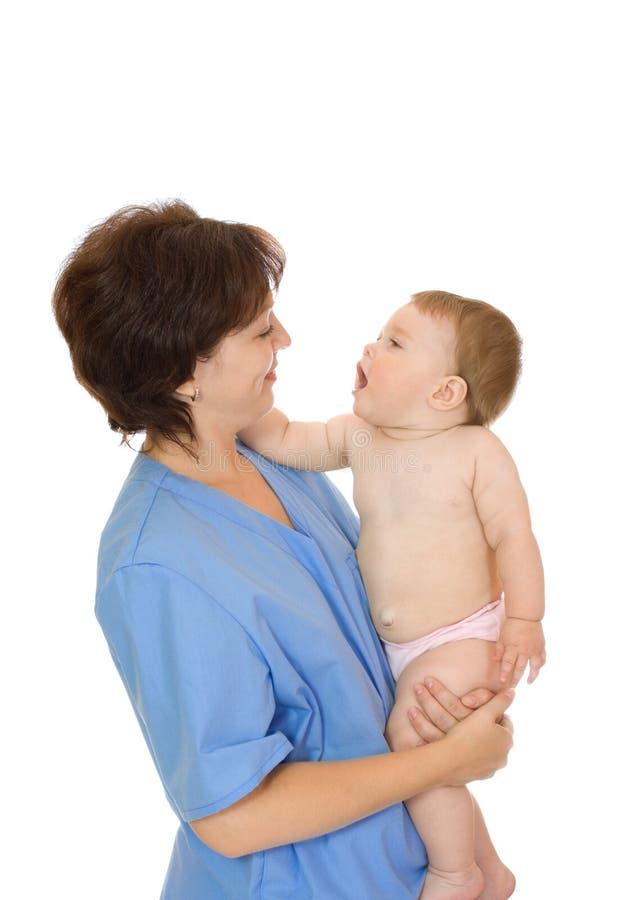Docteur et petit #9 d'isolement par bébé de sourire images libres de droits