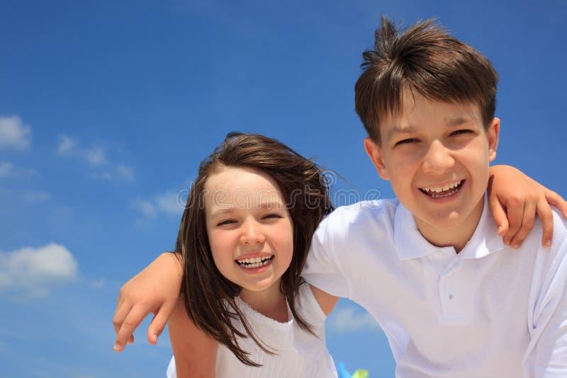 Sourire de frère et de soeur images libres de droits