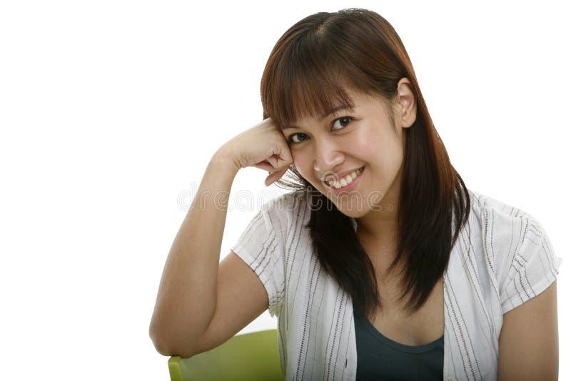 Sourire de jeune femme photographie stock libre de droits