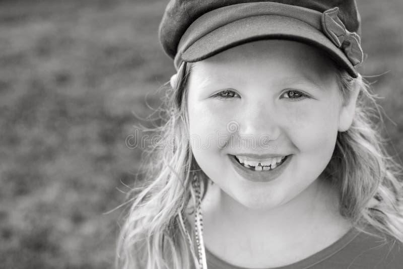 Sourire de jeune fille dans le chapeau images libres de droits