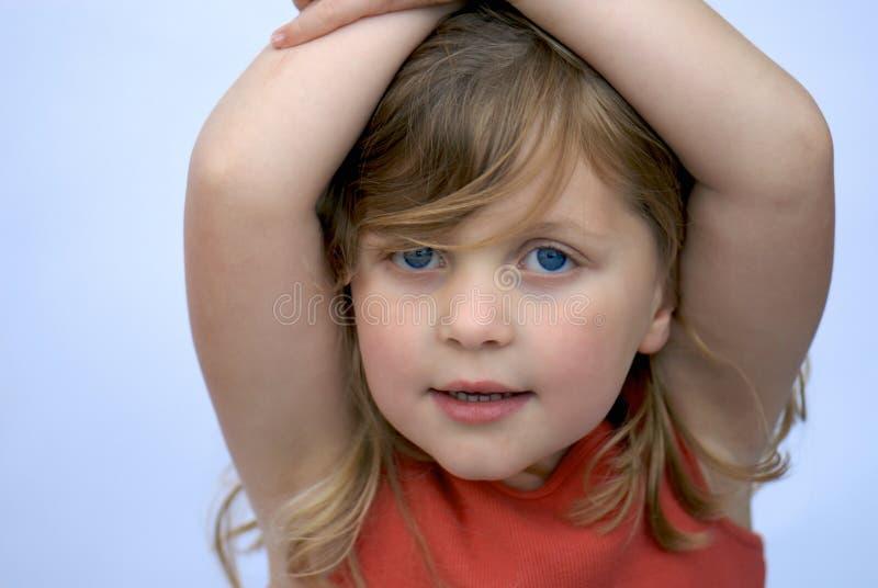 Sourire de jeune fille : fond clair photographie stock libre de droits