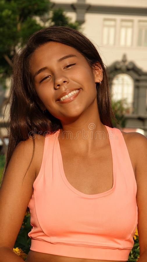 Sourire de l'adolescence convenable de fille photos stock