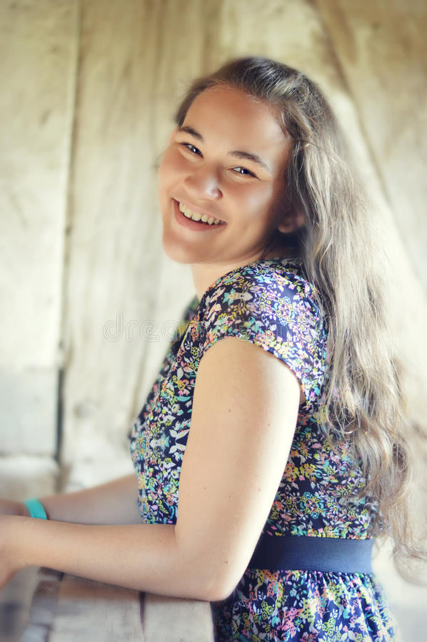 Sourire de l'adolescence de fille photo libre de droits