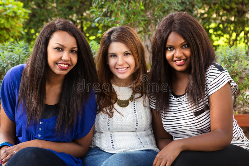 Sourire de trois beau filles photos libres de droits