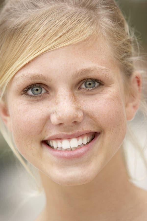 sourire de verticale de fille d'adolescent image libre de droits