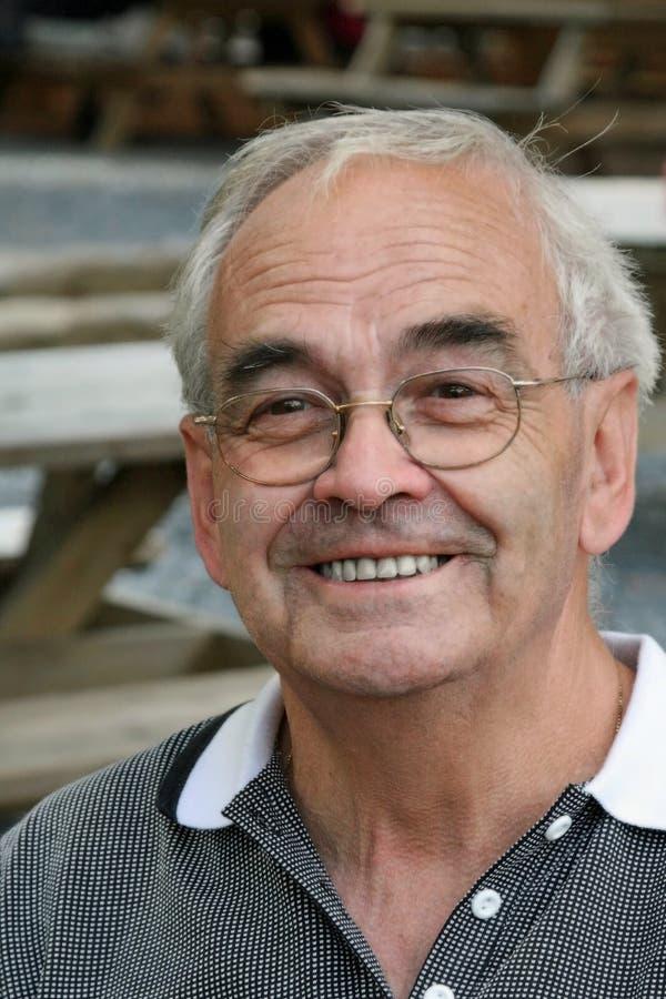 Sourire de vieil homme images stock
