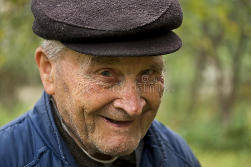 Sourire de vieil homme photo stock