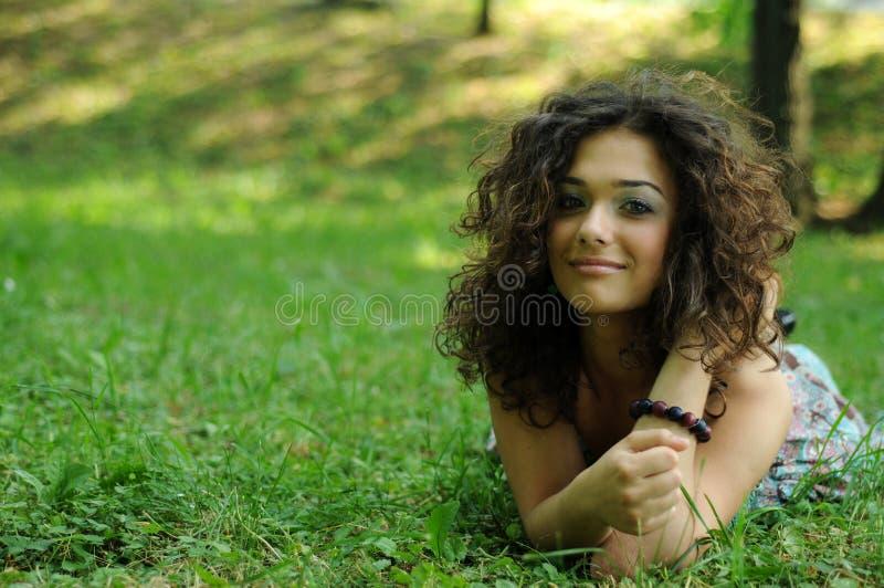 sourire de zone restant de l'adolescence photographie stock