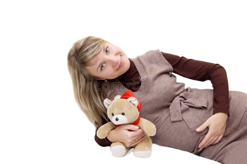 Sourire enceinte avec l'ours photos stock