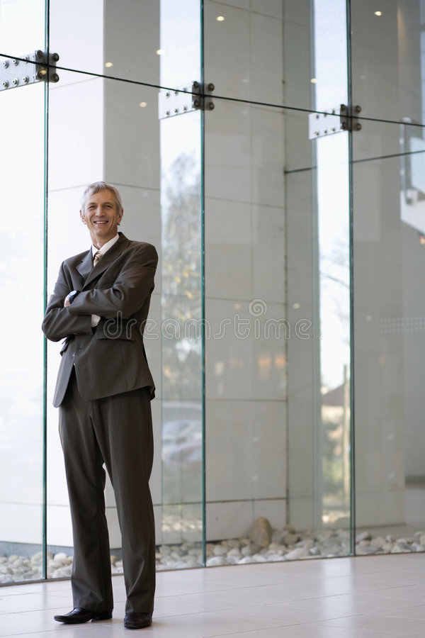 Sourire et homme d'affaires confiant photographie stock libre de droits