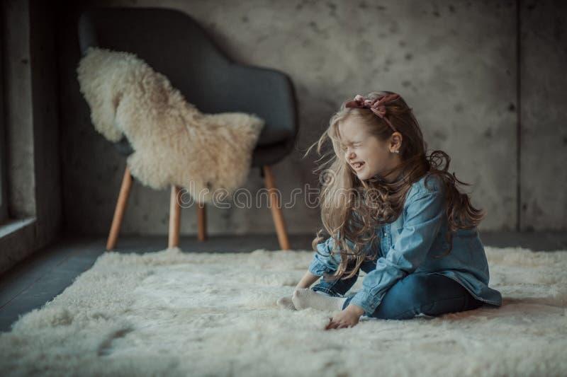 Sourire et petite fille heureuse images libres de droits