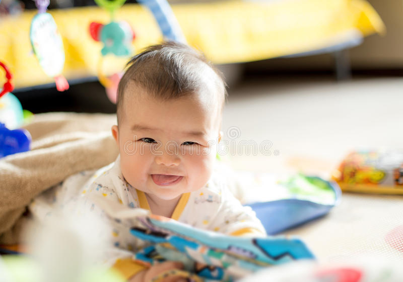 Sourire heureux d'enfant photographie stock