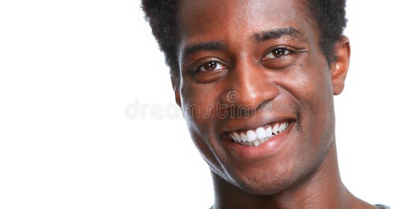 Sourire heureux d'homme de couleur photographie stock libre de droits