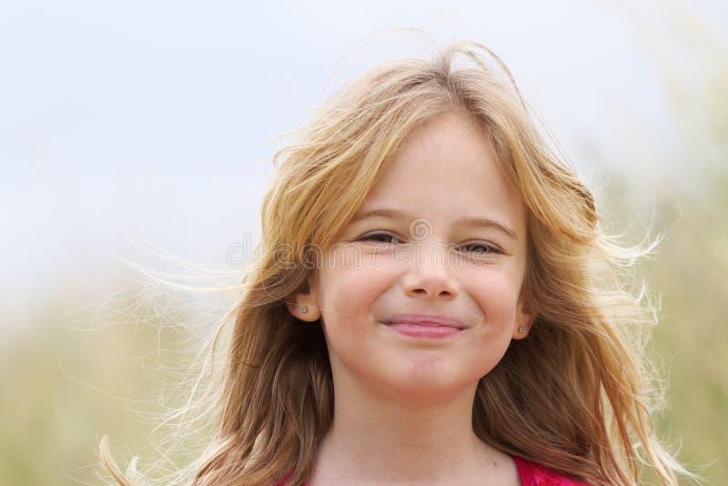 Sourire heureux de belle fille images libres de droits