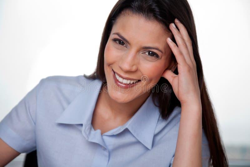 Sourire heureux de femme d'affaires images stock