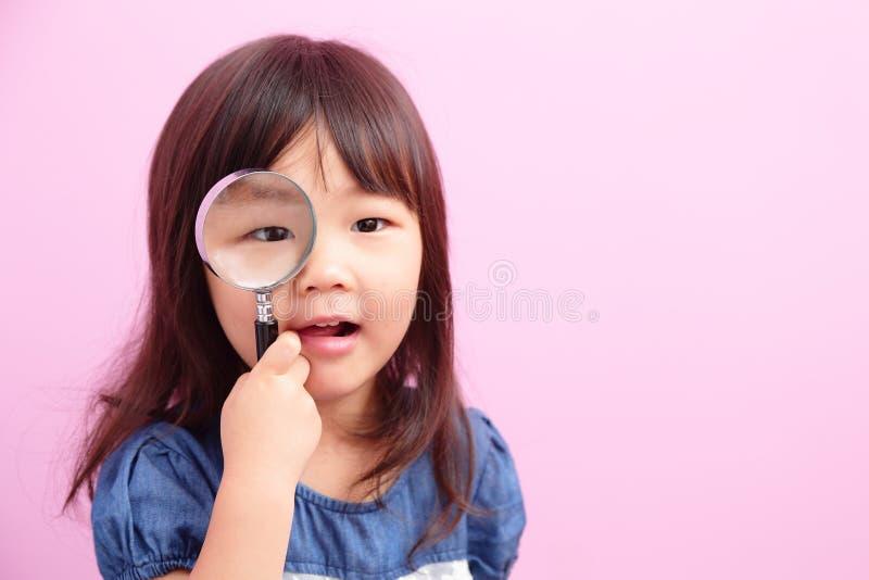 Sourire heureux de fille d'enfant photo stock