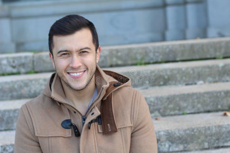 Sourire masculin asiatique avec la copie spaceasian, homme, mâle, jeune, portrait, visage, beau, sourire, heureux, adolescent, fi photos stock
