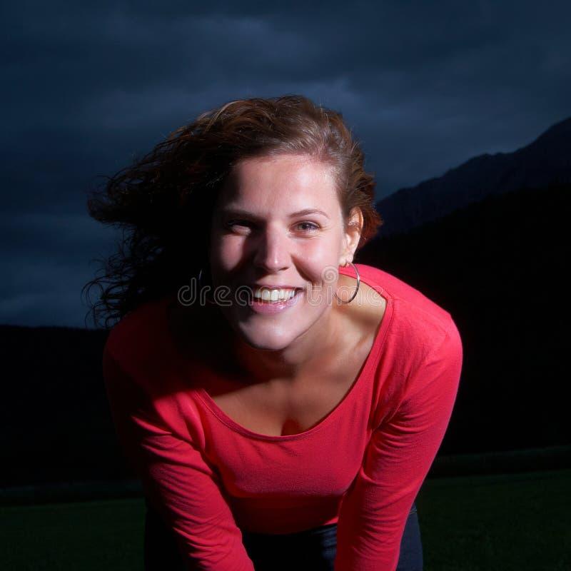 Sourire par la tempête photographie stock