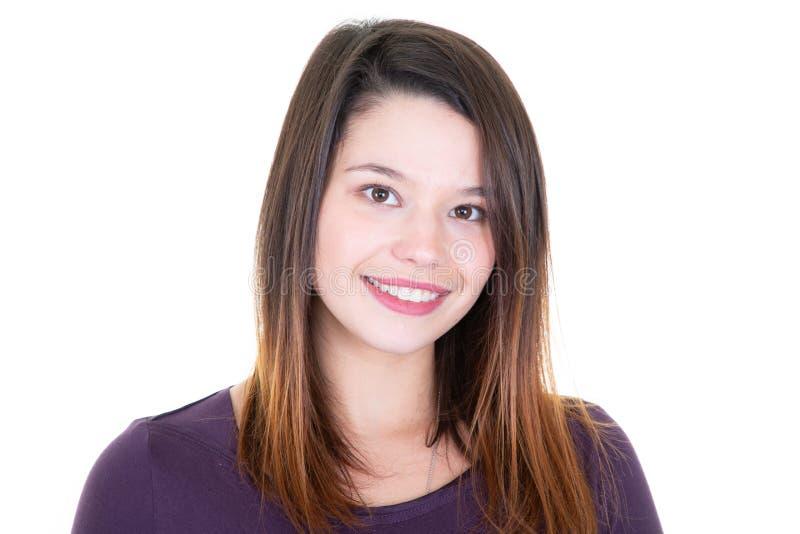 Sourire portrait agréable et avec du charme de femme d'affaires sur le fond blanc photographie stock
