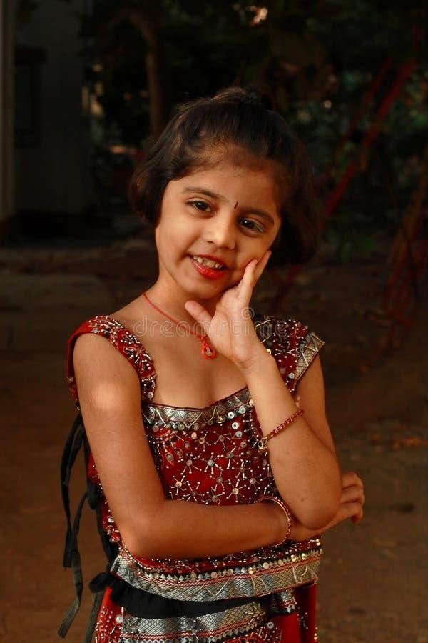 Sourire simple et avec du charme photographie stock