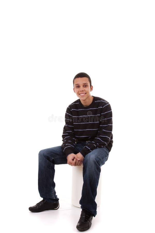 sourire situé par hommes images stock