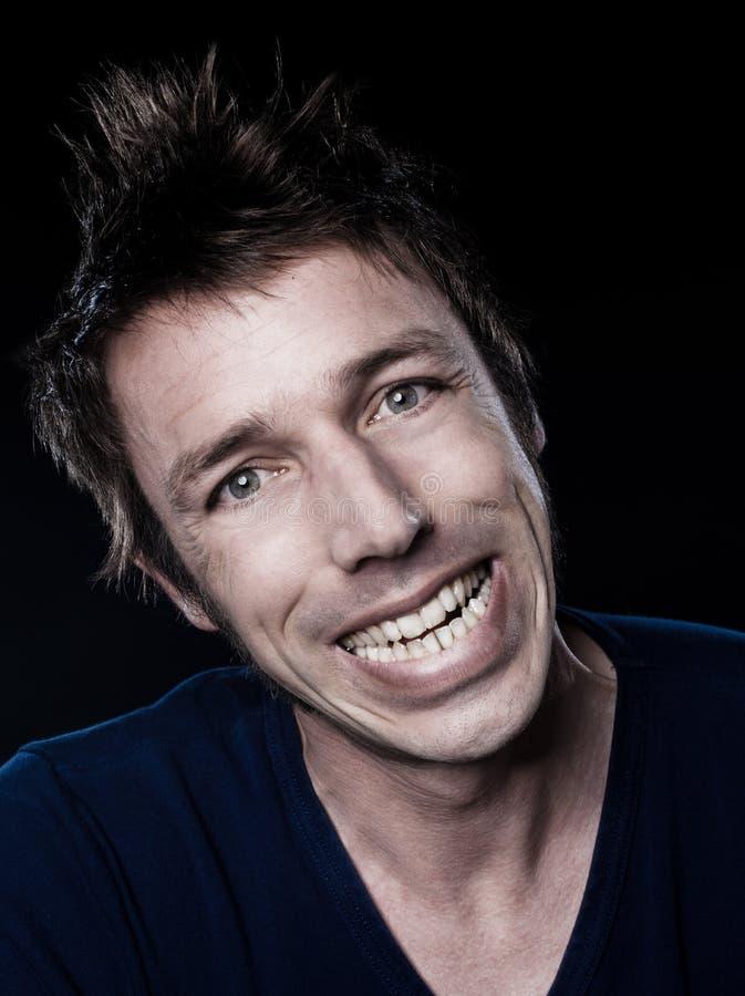 Sourire Toothy Grimaçant De Verticale Drôle D Homme Photo stock