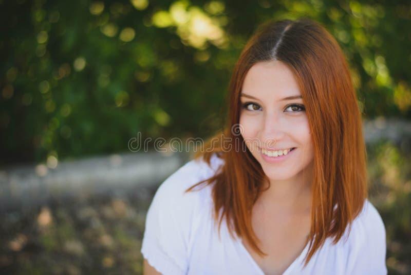Sourires de fille photos stock