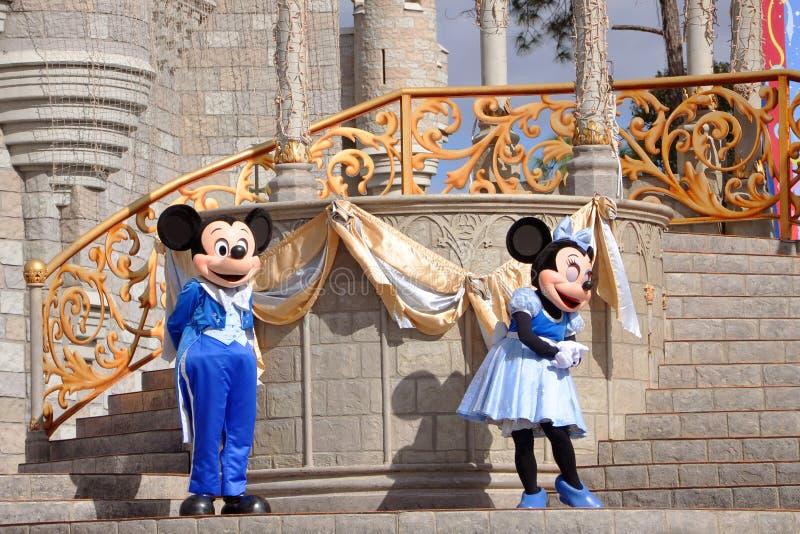 Souris de Mickey et de Minnie en monde de Disney photos libres de droits