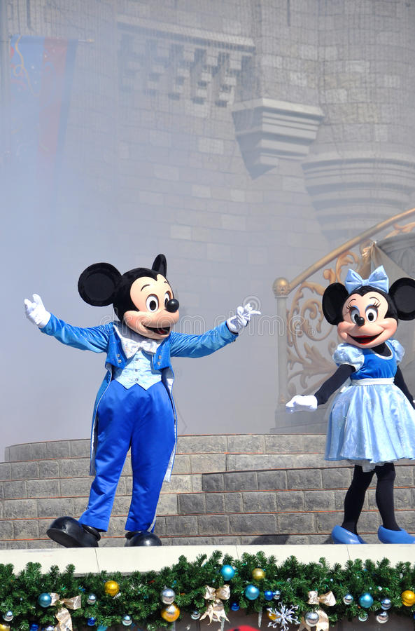 Souris de Mickey et de Minnie en monde de Disney photo libre de droits