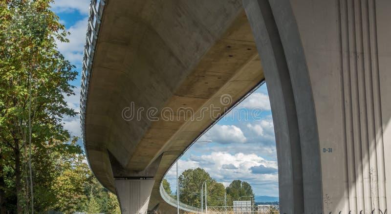Sous la voie ferroviaire légère 2 photos libres de droits