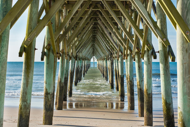 Sous le pilier dans la ville de ressac, la Caroline du Nord photos libres de droits