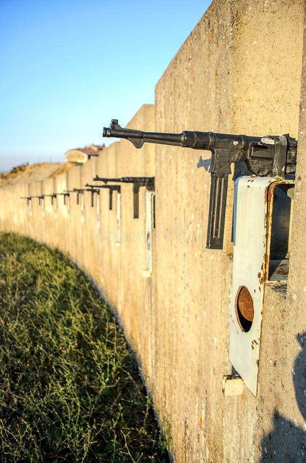 Sous ligne de défensive de mur de fossé de mitrailleuse photos stock