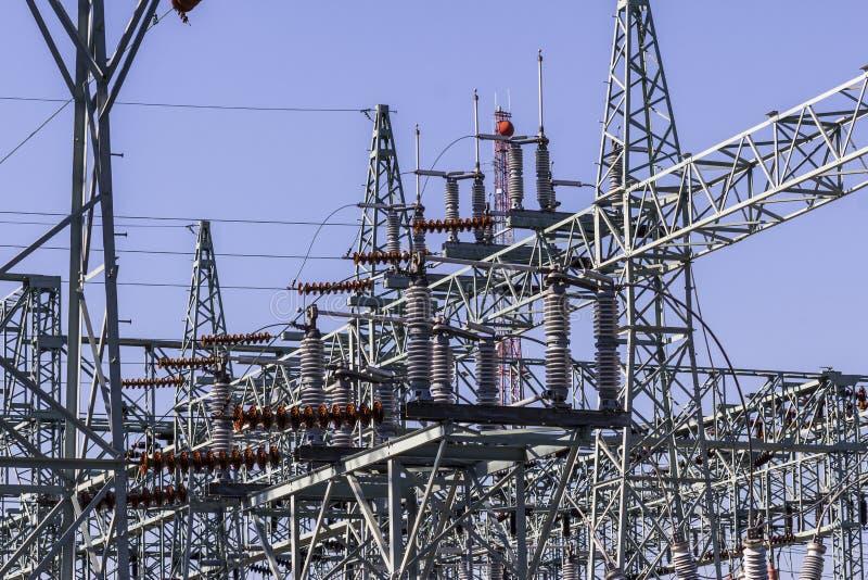 Sous-station électrique électrique à haute tension dangereuse II photographie stock libre de droits