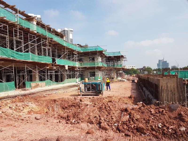 Sous-structure et superstructure de construction en construction suivre la méthode coupée ouverte images libres de droits