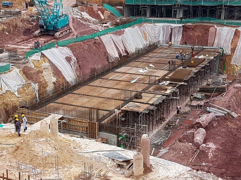 Sous-structure et superstructure de construction en construction suivre la méthode d'ouvert-coupe images libres de droits