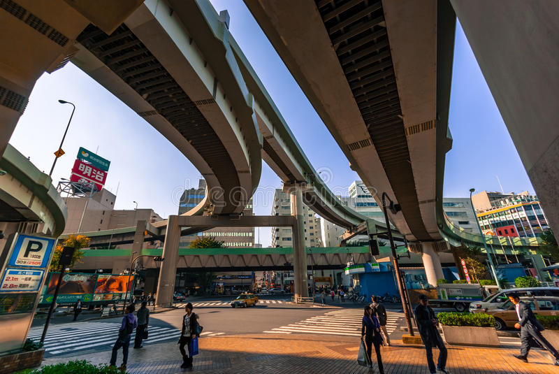 Sous une autoroute urbaine de Tokyo photos stock