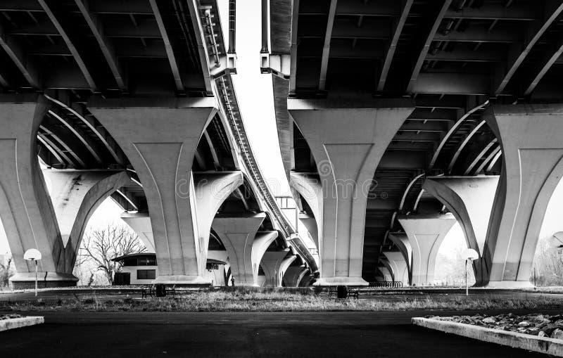 Sous Woodrow Wilson Bridge, à l'Alexandrie, la Virginie image stock