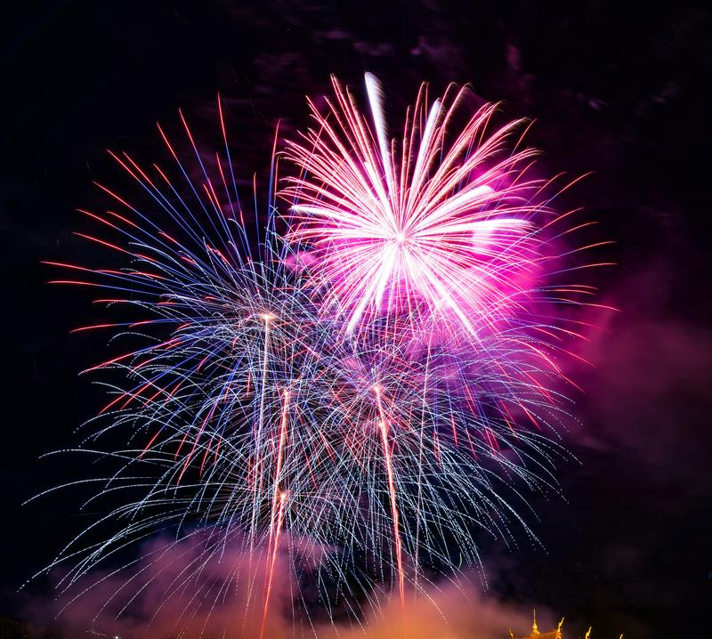 Soustrayez le fond coloré de feu d'artifice utilisé pendant la nouvelle année f de recouvrement image stock