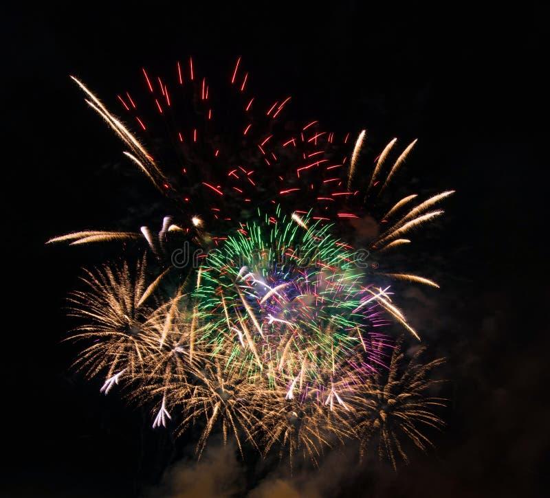 Soustrayez le fond coloré de feu d'artifice utilisé pendant la nouvelle année f de recouvrement images libres de droits