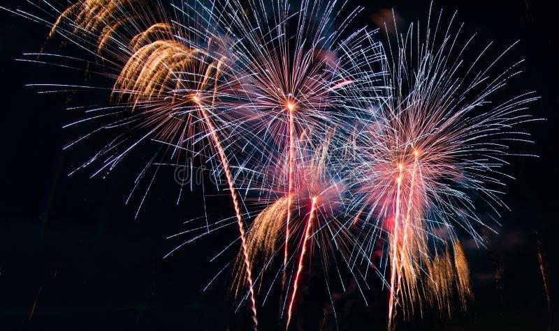 Soustrayez le fond coloré de feu d'artifice utilisé pendant la nouvelle année f de recouvrement image libre de droits