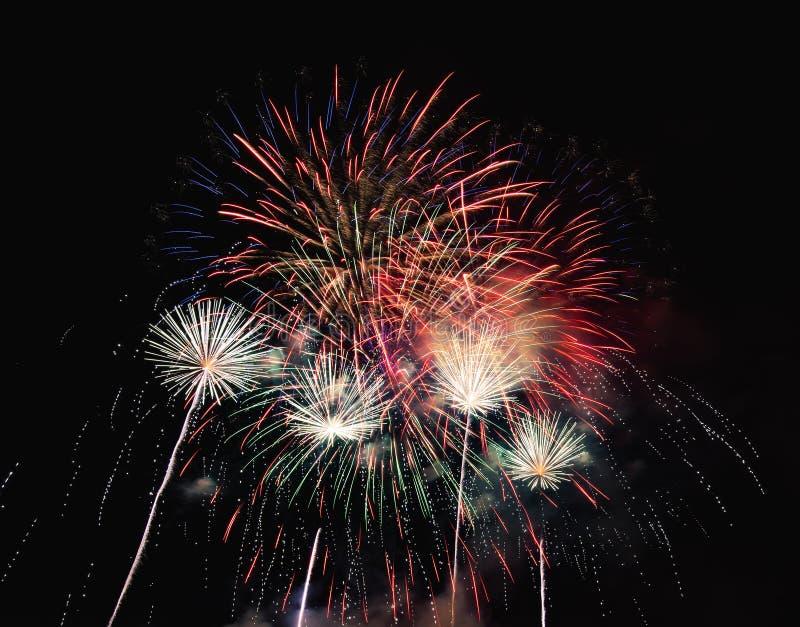 Soustrayez le fond coloré de feu d'artifice utilisé pendant la nouvelle année f de recouvrement photos stock