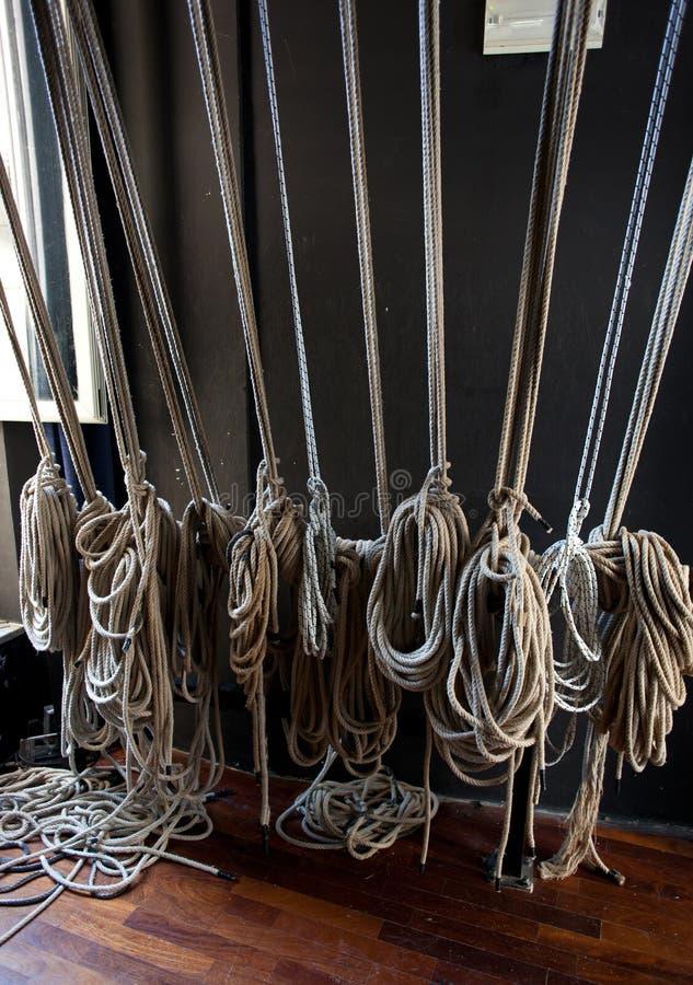 Soutenez les câbles pour les scènes du théâtre photo stock