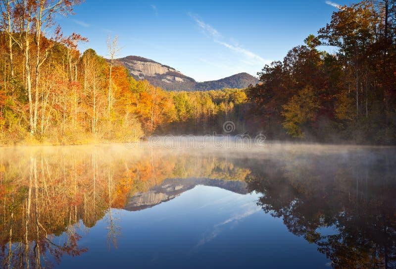 South- Carolinaherbst-Landschaftstabellen-Felsen-Fall lizenzfreies stockfoto
