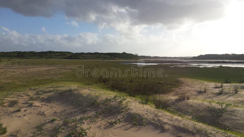 Southafrican wieś z jeziorem zdjęcia stock