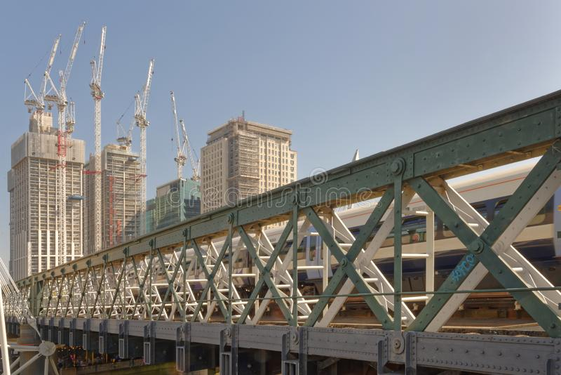 Southbank, Londres : gratte-ciel modernes de ville images libres de droits